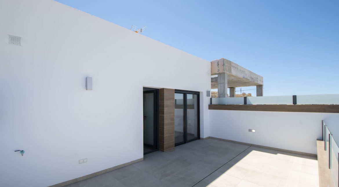 3 Bedrooms and 2 bathrooms Villas For Sale in Benijofar with Swimming Pool (46)