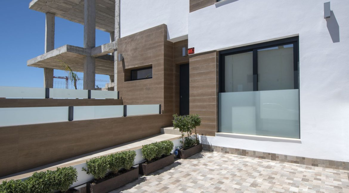 3 Bedrooms and 2 bathrooms Villas For Sale in Benijofar with Swimming Pool (9)