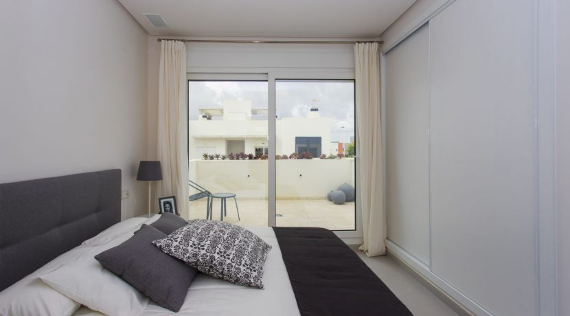 Dúplex with 4 bedrooms, swimming pool, garden and solarium in Torrevieja (2)