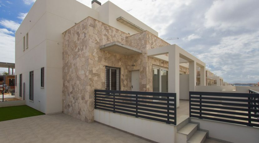 Dúplex with 4 bedrooms, swimming pool, garden and solarium in Torrevieja (29)