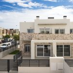 Dúplex with 4 bedrooms, swimming pool, garden and solarium in Torrevieja