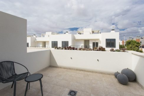 Dúplex with 4 bedrooms, swimming pool, garden and solarium in Torrevieja (32)