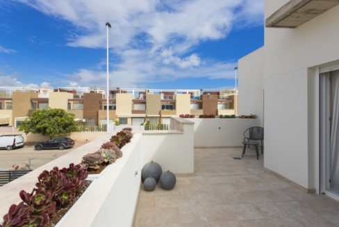 Dúplex with 4 bedrooms, swimming pool, garden and solarium in Torrevieja (33)