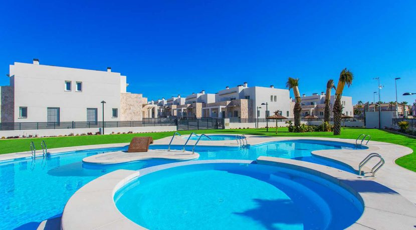 Dúplex with 4 bedrooms, swimming pool, garden and solarium in Torrevieja (34)