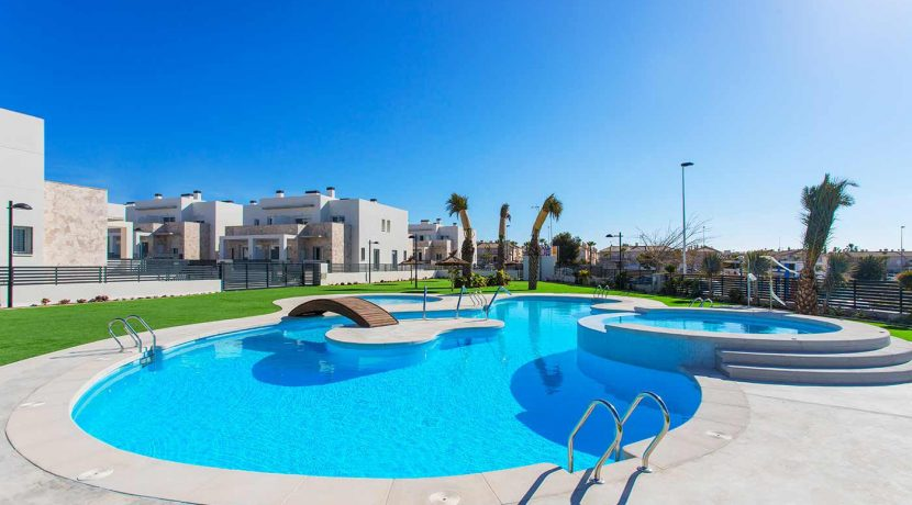 Dúplex with 4 bedrooms, swimming pool, garden and solarium in Torrevieja (35)