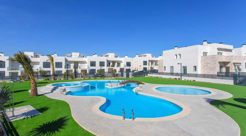 Dúplex with 4 bedrooms, swimming pool, garden and solarium in Torrevieja (36)