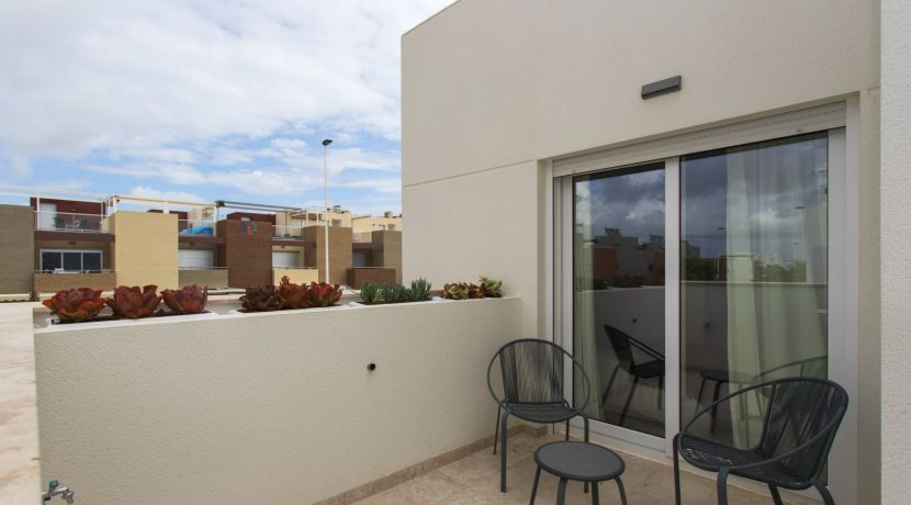 Dúplex with 4 bedrooms, swimming pool, garden and solarium in Torrevieja (5)
