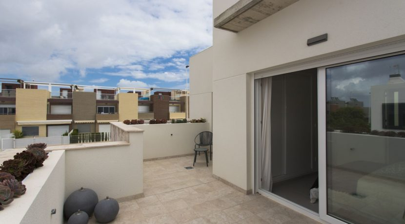 Dúplex with 4 bedrooms, swimming pool, garden and solarium in Torrevieja (6)
