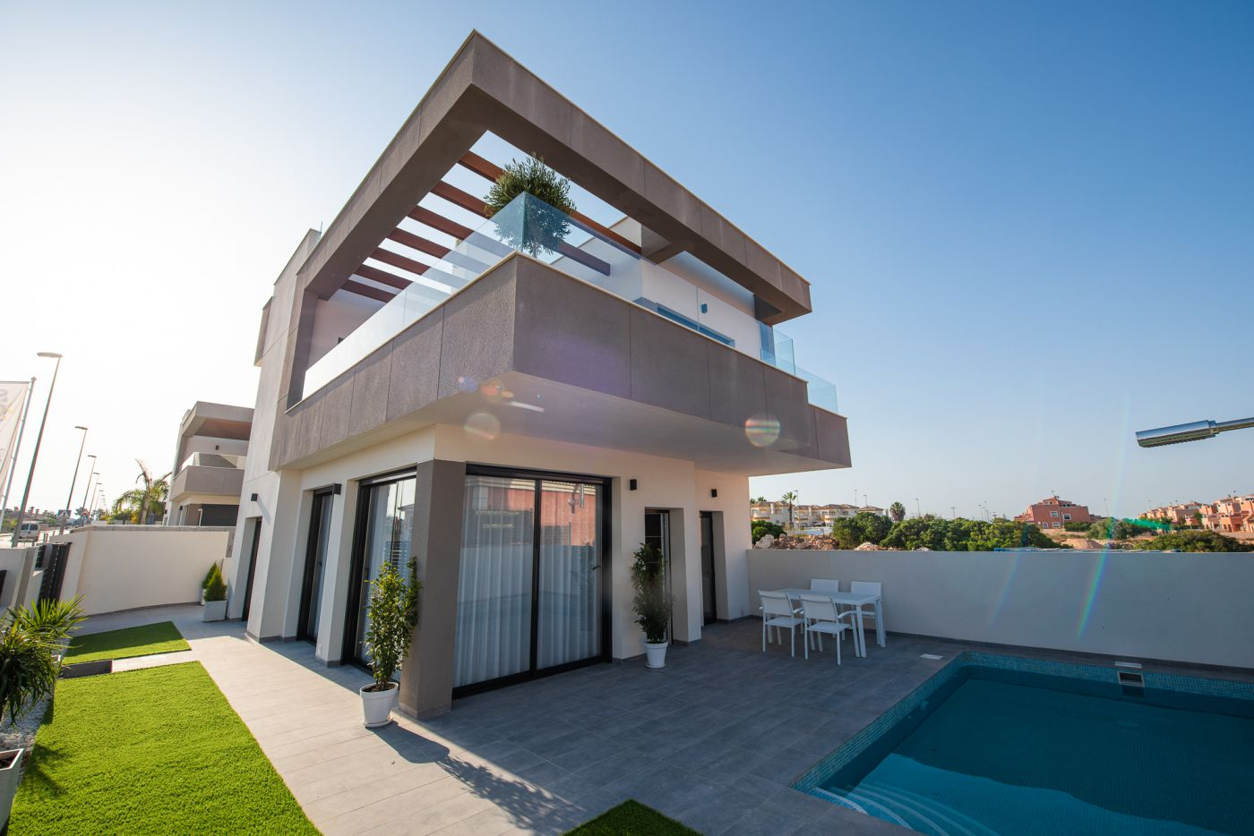 Villas with 3 bedrooms, solarium, garden, garage and swimming pool in Montesinos