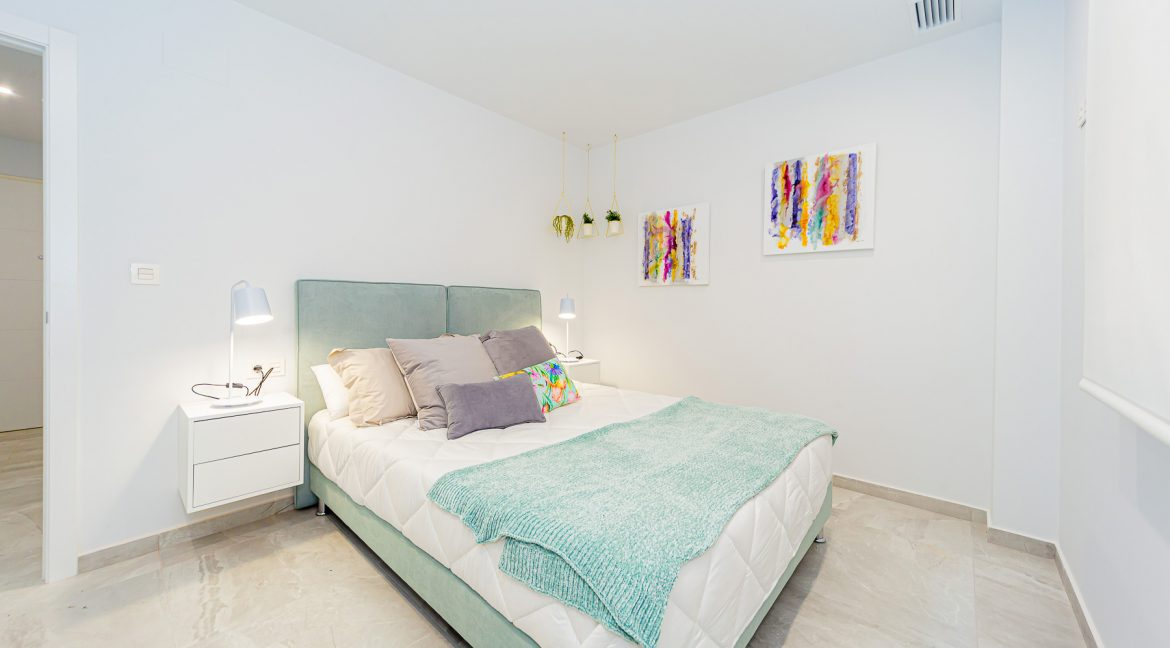 Apartments For Sale With 2 Bedrooms, Terrace And Solarium In Torrevieja (14)