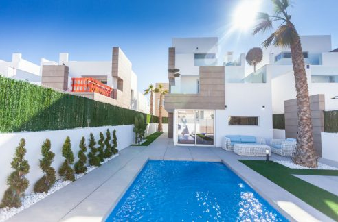 Villa For Sale in Guardamar del Segura
