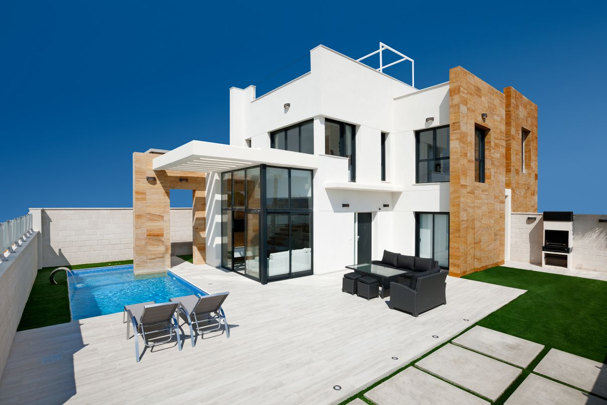 Nice 3 Bedrooms and 3 Bathrooms Villa on the Beach