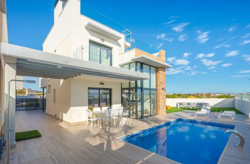 Villas in Orihuela Costa with 3 or 4 bedrooms