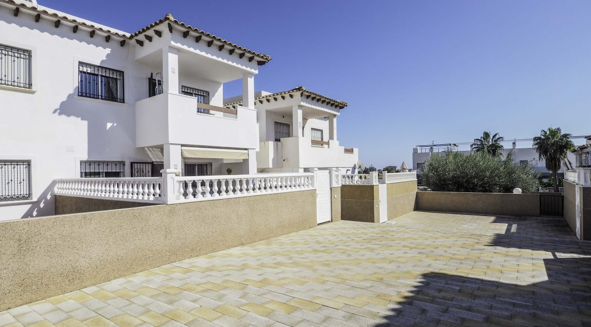2 Bedroms Top Floor Apartment For Sale in Punta Prima Beach