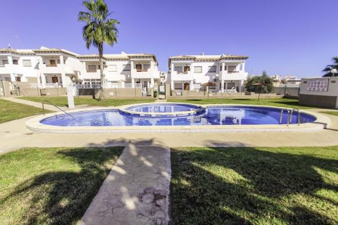 2 Bedroms Top Floor Apartment For Sale in Punta Prima Beach (5)
