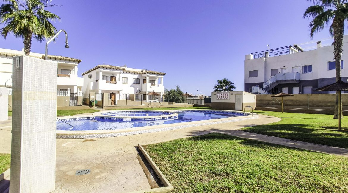 2 Bedroms Top Floor Apartment For Sale in Punta Prima Beach (6)