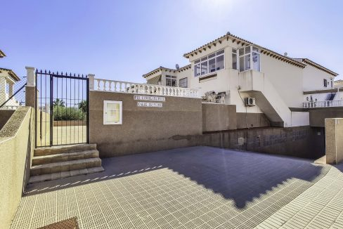 2 Bedroms Top Floor Apartment For Sale in Punta Prima Beach (8)