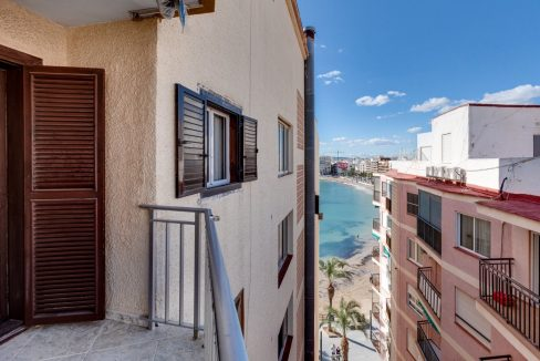 2 Bedrooms Apartment For Sale Near Playa del Cura (3)