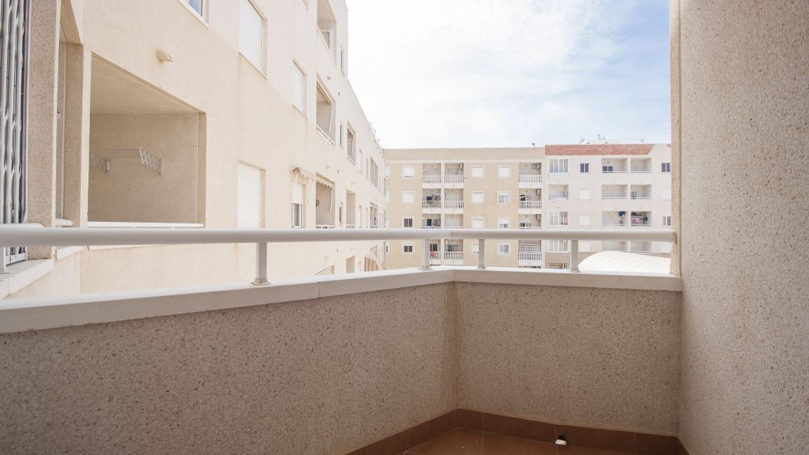2 Bedrooms Apartment With Swimming Pool For Sale Torrevieja (3)