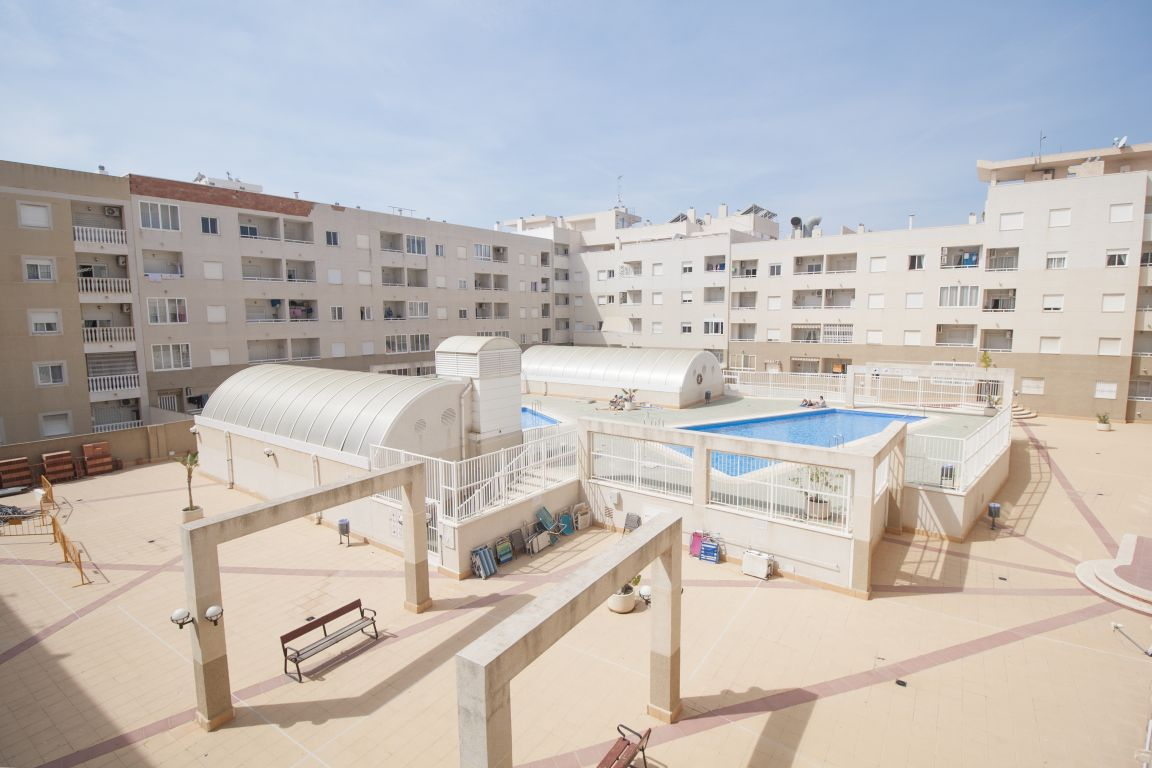 2 Bedrooms Apartment with Swimming Pool For Sale in Torrevieja Center