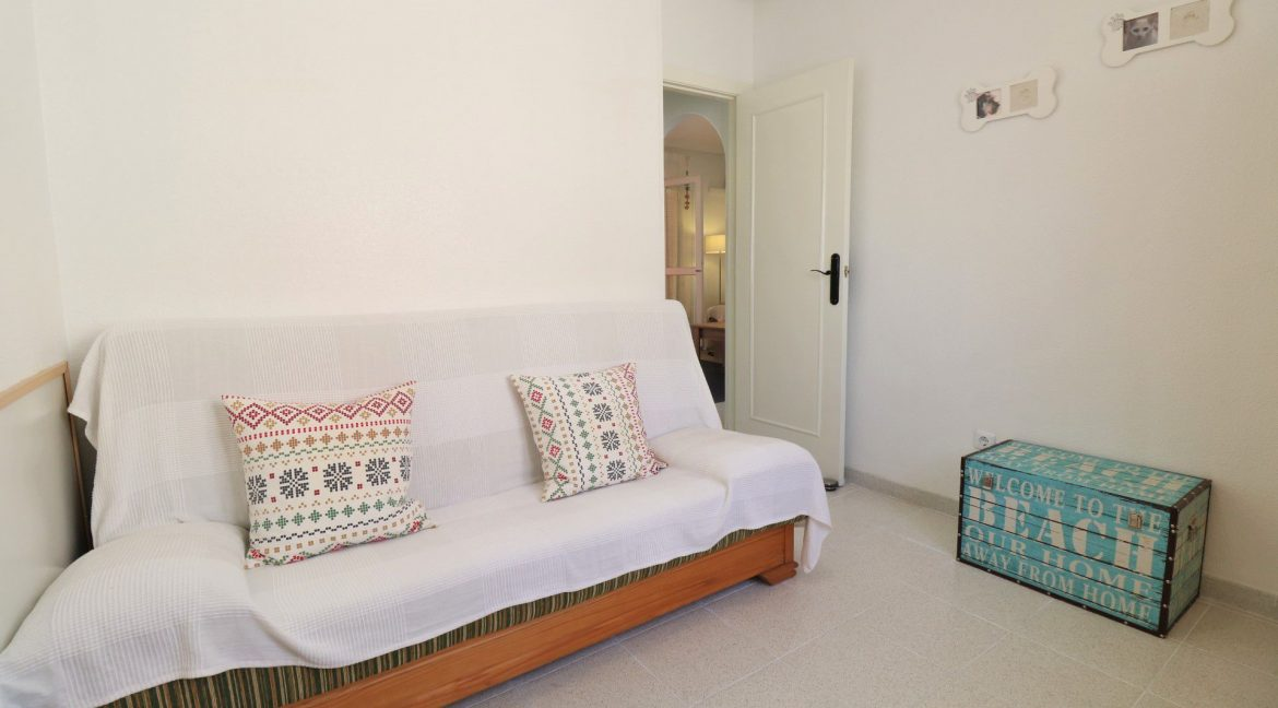 2 Bedrooms Apartment for Sale in Torrevieja Near Los Naufragos Beach (19)