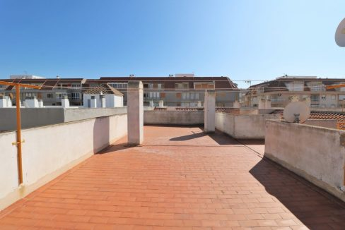 2 Bedrooms Apartment for Sale in Torrevieja Near Los Naufragos Beach (23)