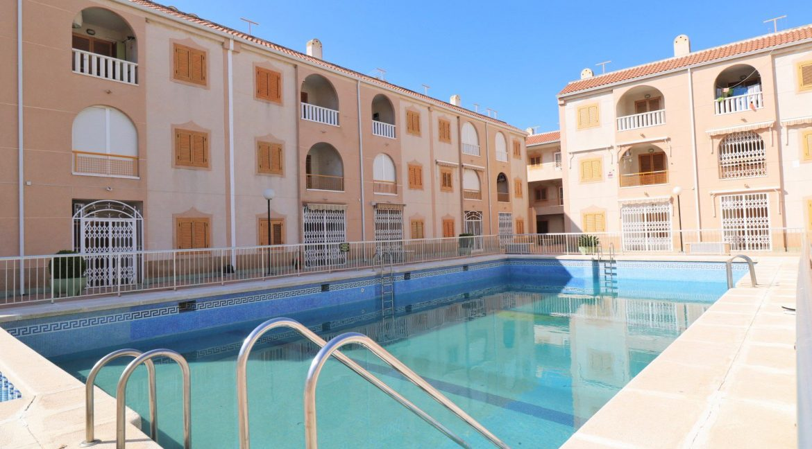 2 Bedrooms Apartment for Sale in Torrevieja Near Los Naufragos Beach (26)