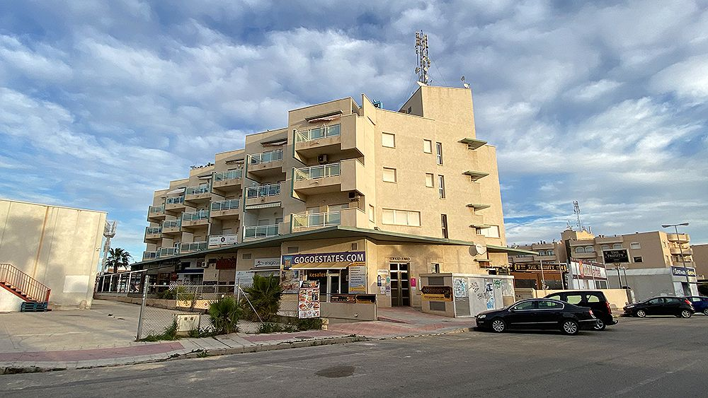2 Bedrooms Apartment For Sale with Parking and Storeroom in Cabo Roig