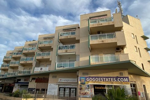2 Bedrooms apartment for sale with parking and storagerooms in cabo roig (3)