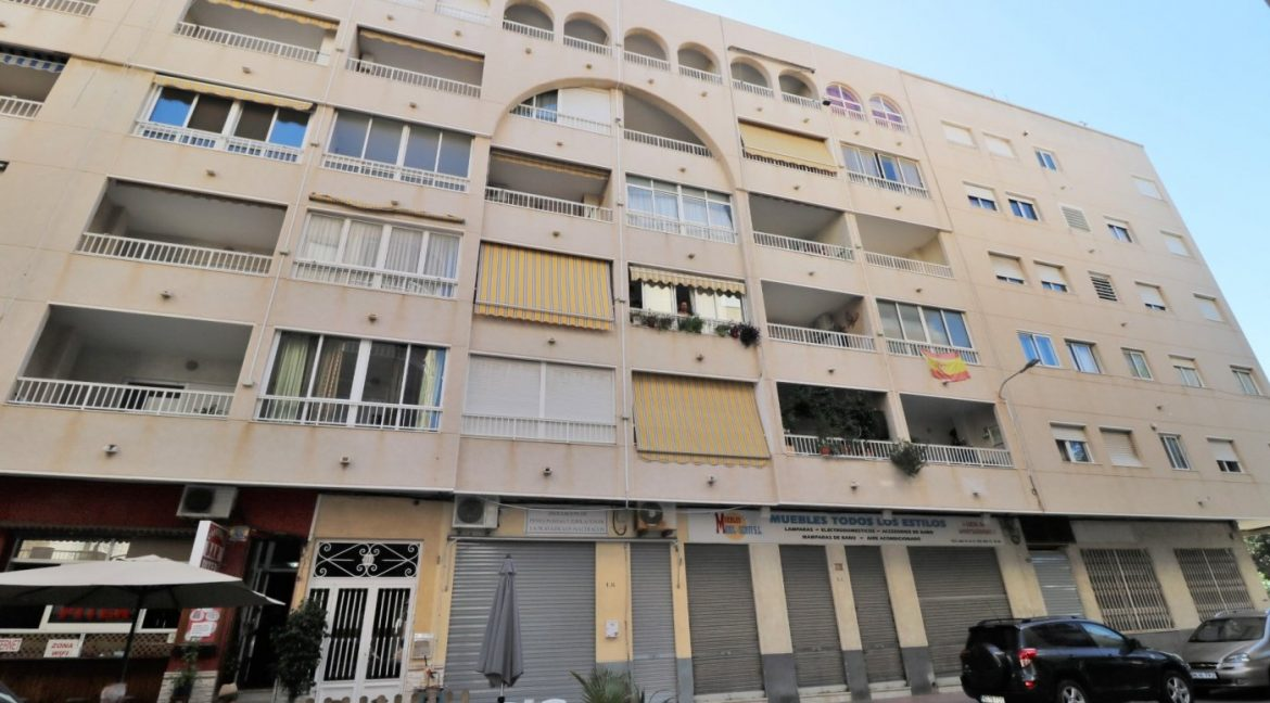 2 bedrooms apartment for sale near the beach (1)