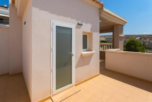3 Bedrooms Bungalow with Swimming Pool For Sale in Santa Pola (12)