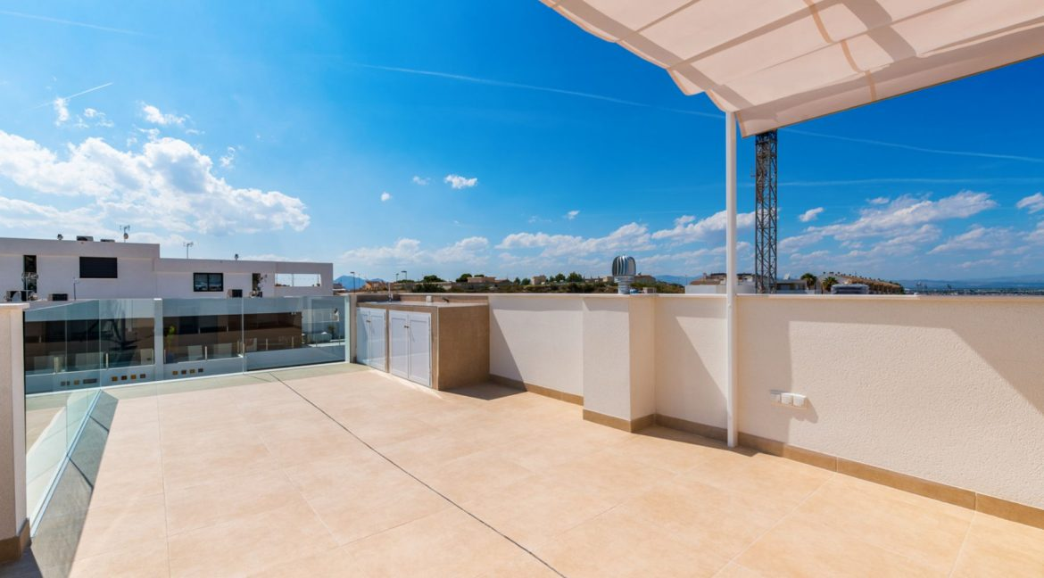 3 Bedrooms Villa For Sale In Rojales Close To The Golf Course (30)