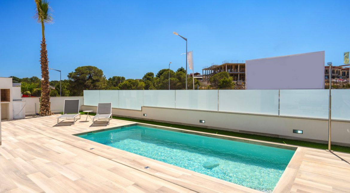 3 Bedrooms Villa with Basement In Torrevieja (37)