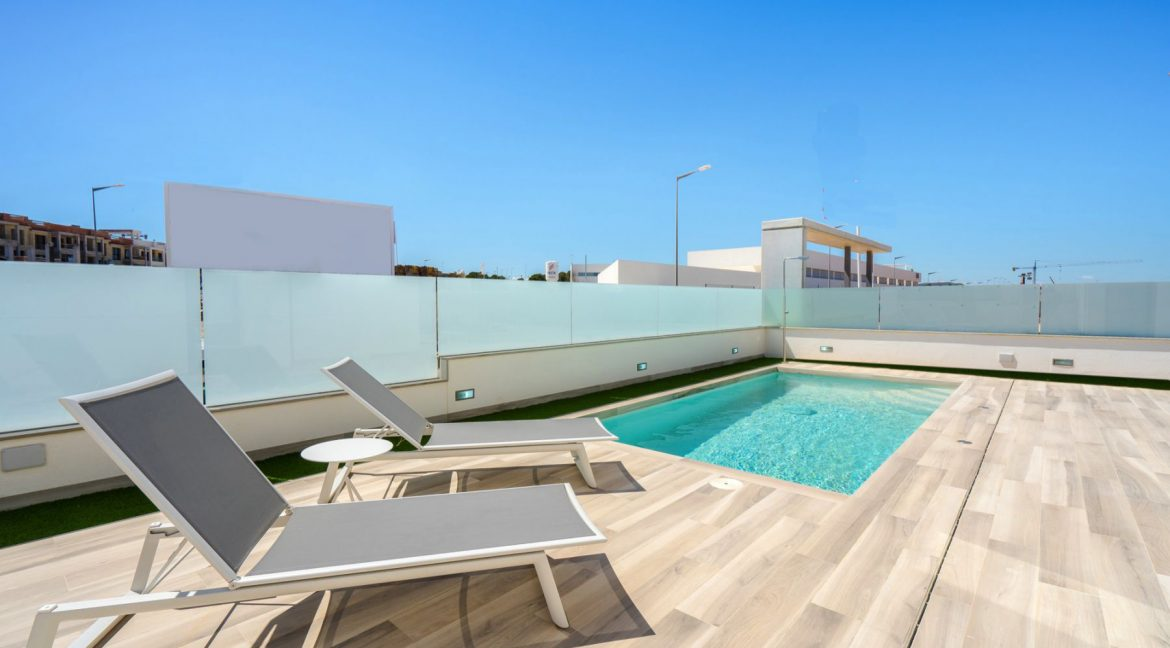 3 Bedrooms Villa with Basement In Torrevieja (39)