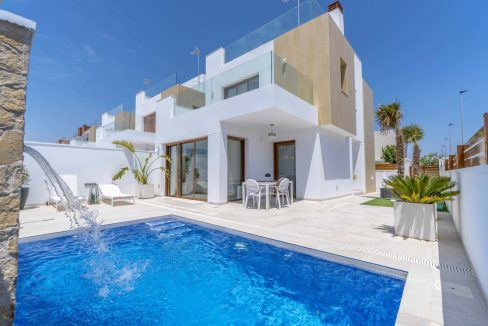 3 Bedrooms Villas For Sale with Swimming Pool in Torre de la Horadada