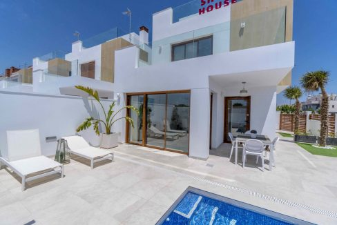 3 Bedrooms Villas For Sale with Swimming Pool in Torre de la Horadada (5)