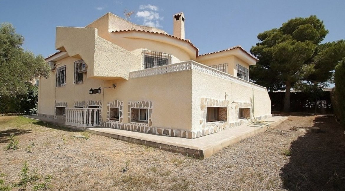 4 Bedrooms Villa For Sale in Torrevieja (7)
