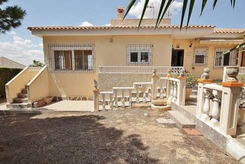 4 Bedrooms Villa For Sale in Torrevieja (8)