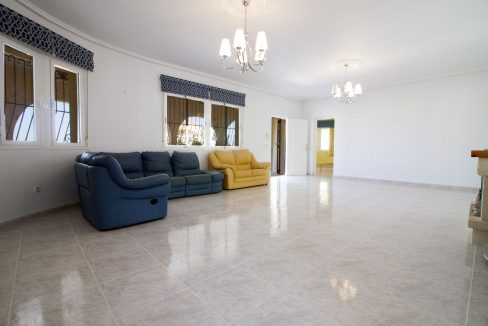 4 Bedrooms Villa on a large plot with Spectacular Golf Views For Sale (11)