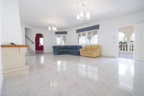 4 Bedrooms Villa on a large plot with Spectacular Golf Views For Sale (13)