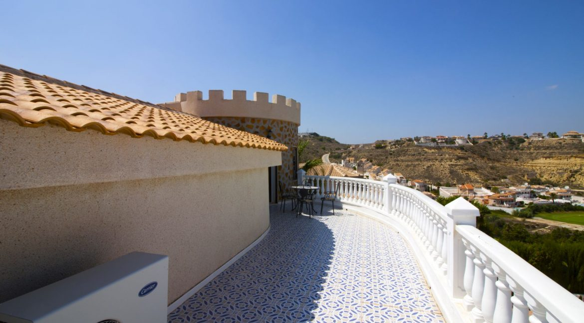 4 Bedrooms Villa on a large plot with Spectacular Golf Views For Sale (15)