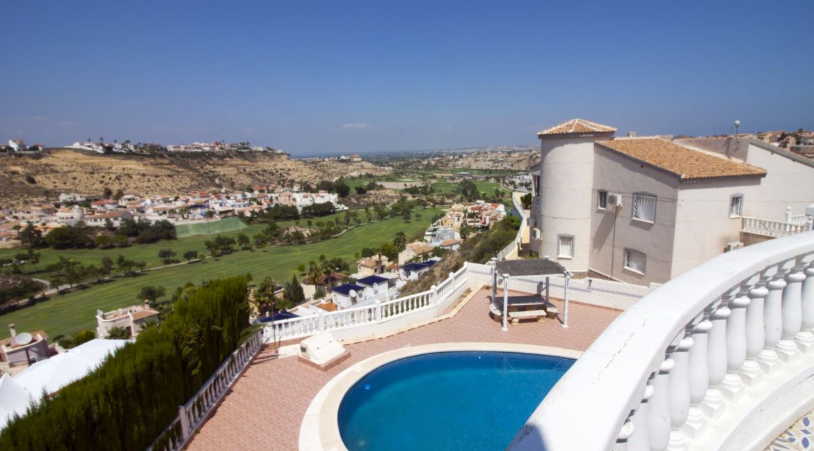 4 Bedrooms Villa on a large plot with Spectacular Golf Views For Sale (16)