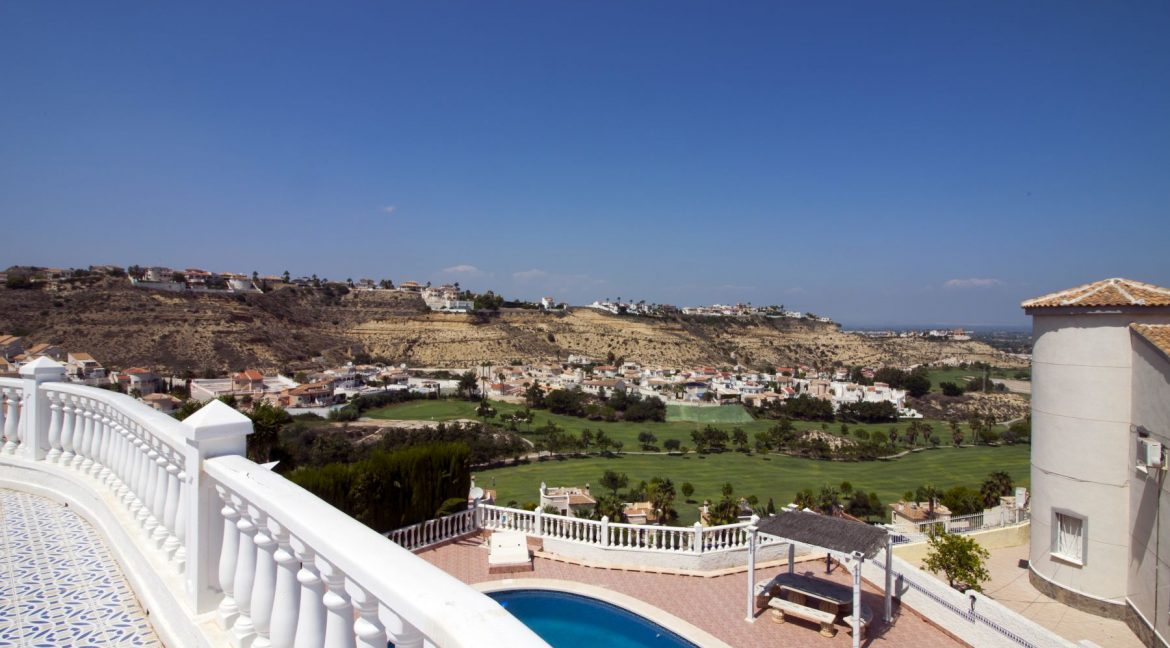 4 Bedrooms Villa on a large plot with Spectacular Golf Views For Sale (6)