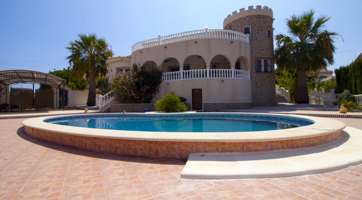 4 Bedrooms Villa on a large plot with Spectacular Golf Views For Sale (7)