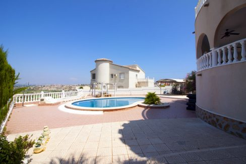 4 Bedrooms Villa on a large plot with Spectacular Golf Views For Sale (8)