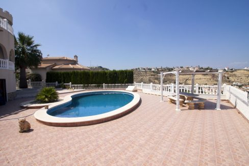 4 Bedrooms Villa on a large plot with Spectacular Golf Views For Sale (9)