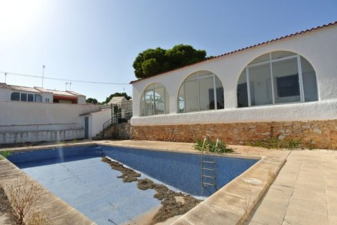 3 Bedrooms Villas with Swimming Pool For Sale