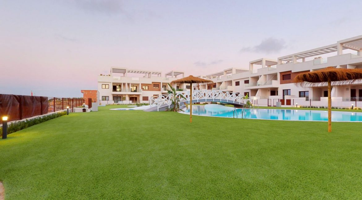 Luxury 2 And 3 Bedrooms Bungalows In Torrevieja With Swimming Pool (8)