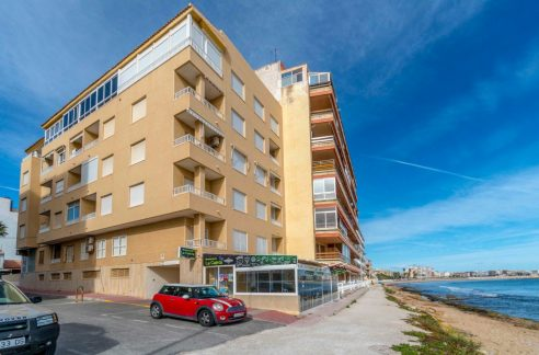 2 Bedrooms beachfront apartment in Torrevieja