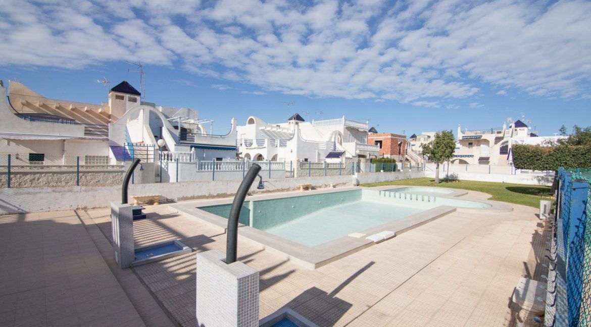 2 Bedooms Bungalow with Swimming Pool For Sale in Torrevieja (23)